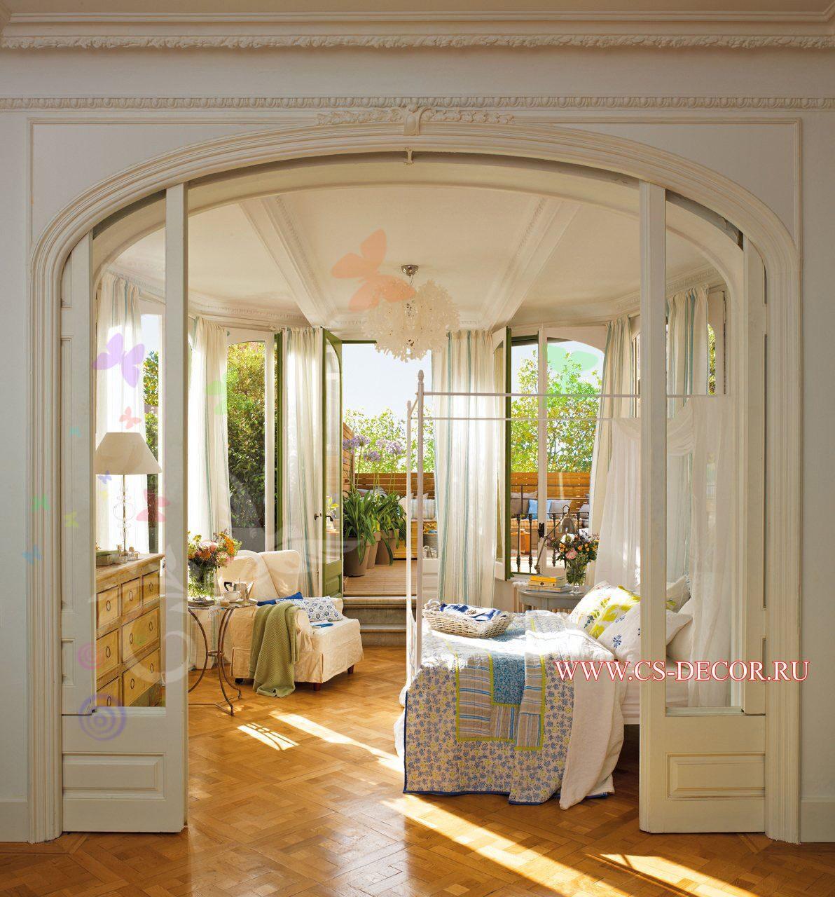Романтическая спальня с полукруглыми окнами интерьерные штуч.